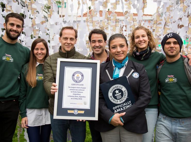 Matías Martin, Emiliano Ezcurra & el equipo completo de Kinder Natoons batieron un nuevo Récord Guinness