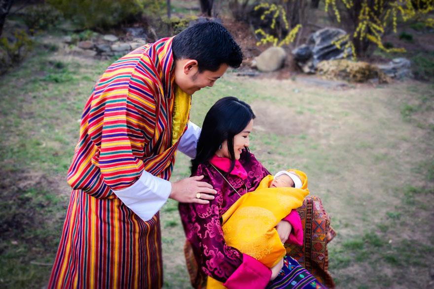 La-llegada-del-nuevo-príncipe-de-Bután-es-celebrada-con-108000-árboles-plantados-04