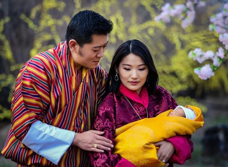 La-llegada-del-nuevo-príncipe-de-Bután-es-celebrada-con-108000-árboles-plantados