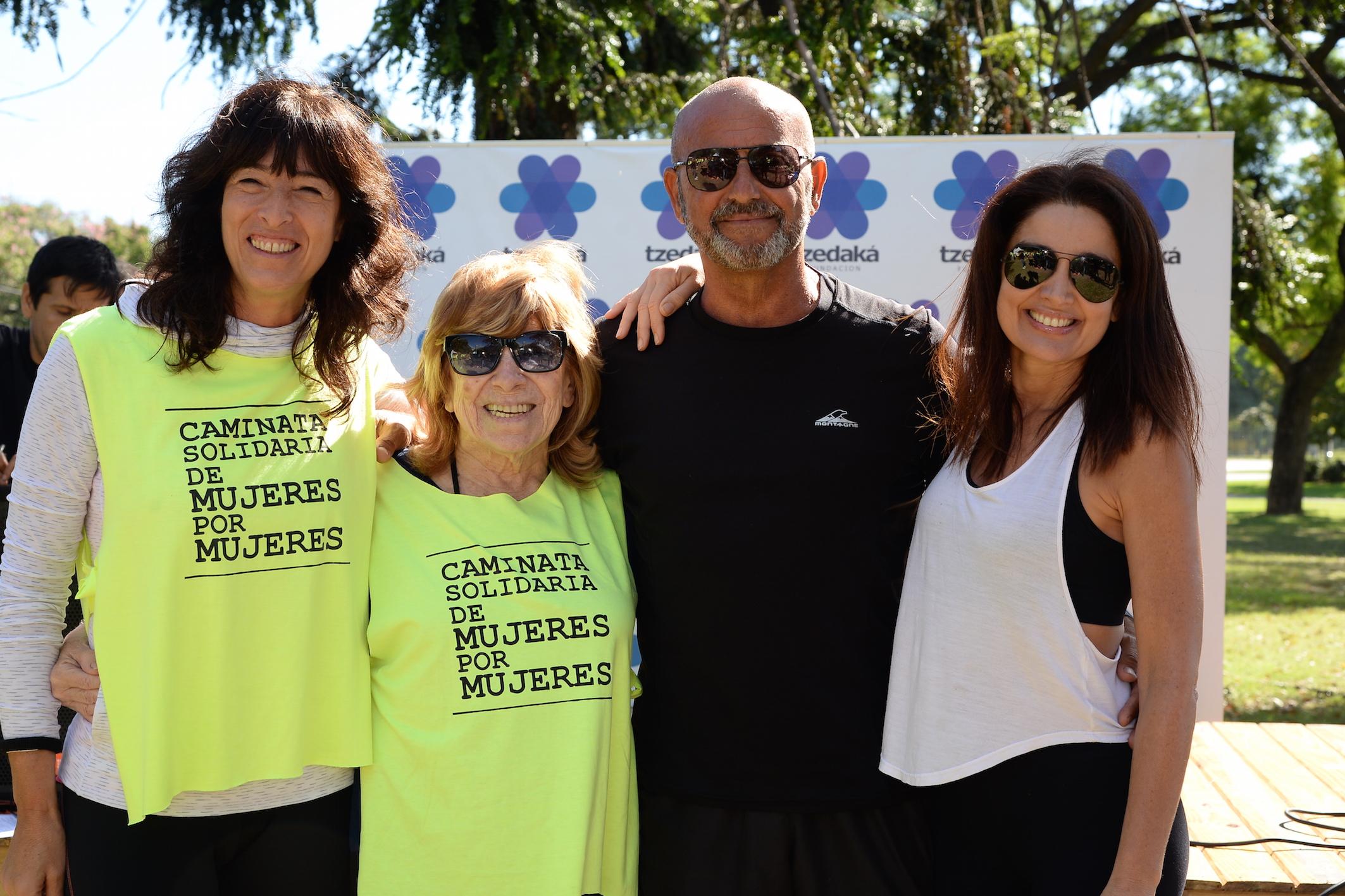 Patricia Kahane de Fundación Tzedaká junto a Fanny, Daniel Tangona y Vero Varano