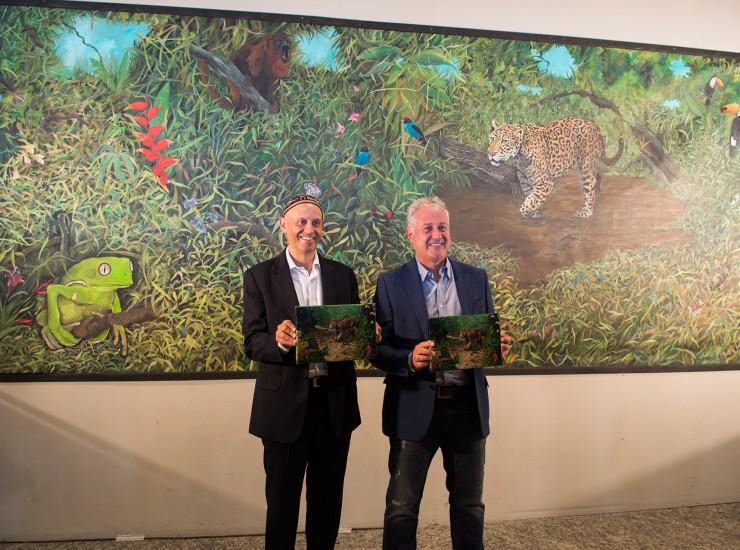 Bergman y Patanian con el mural